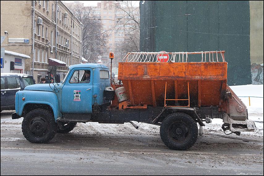 Пескоразбрасывалка - машина зима уличное цвета фото фотосайт