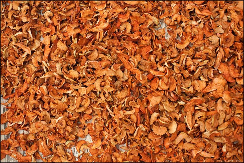 Яблоки - яблоки сухие заготовка оранжевое фото фотосайт
