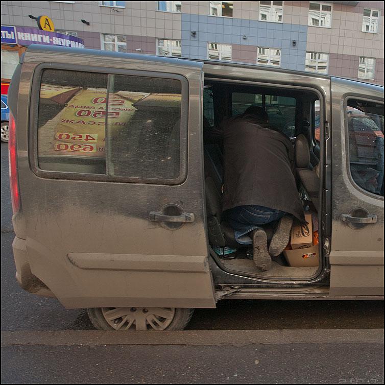 Пассажир - машина квадратное уличное профессии фото фотосайт