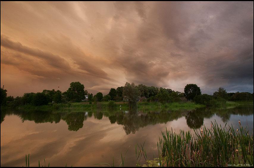 Стихия бушует - небо деревня шустиково сторона пруд гроза фото фотосайт
