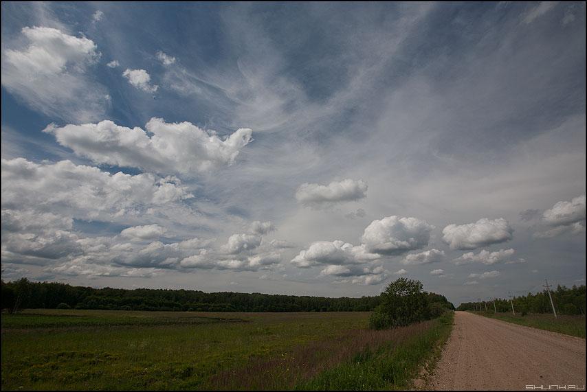 Небо над дорогой на Васькино - небо дорога поле деревня лето летнее фото фото фотосайт