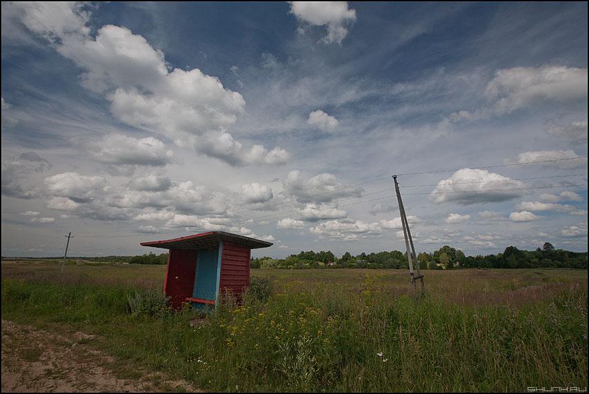 Энтропия - деревня небо остановка столбы наклон искажения геометрия фото фотосайт
