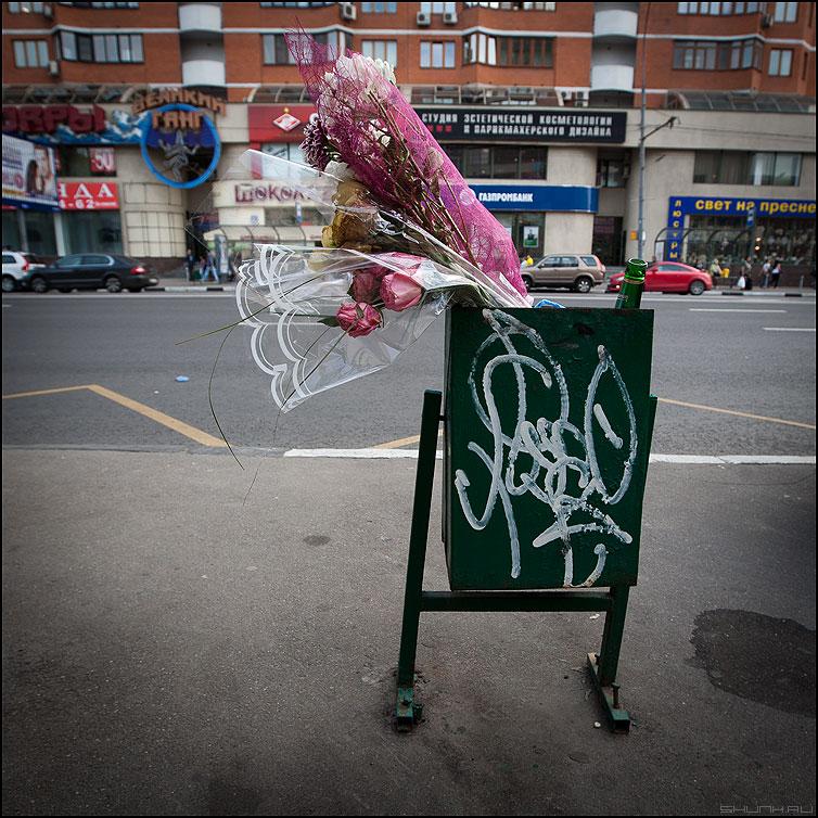 Цветы дамам... - цветы урна уличное элементы фото фотосайт