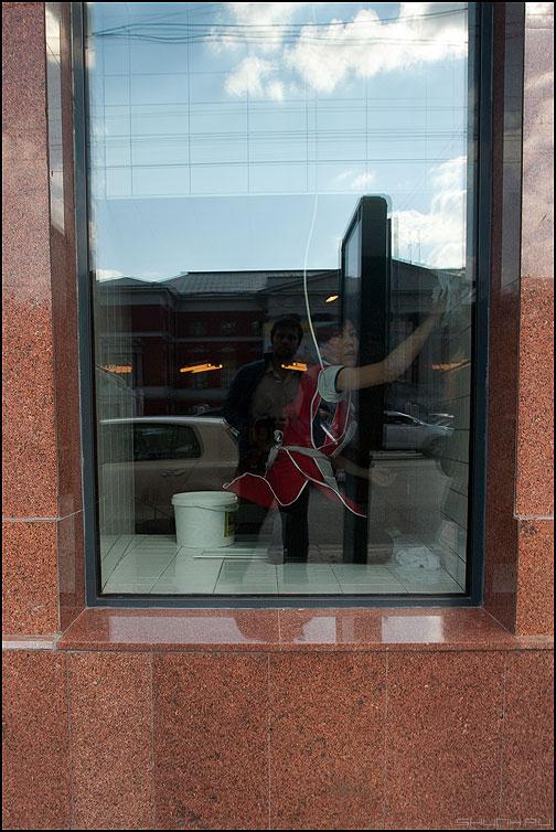 Застать врасплох - витрина мыть уличное я отражение гратин вграните фото фотосайт
