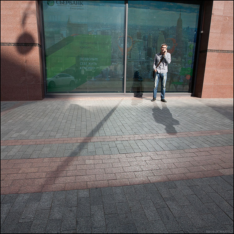 Раздвоение личности - мужик разговаривать квадратное люди уличное тень фото фотосайт