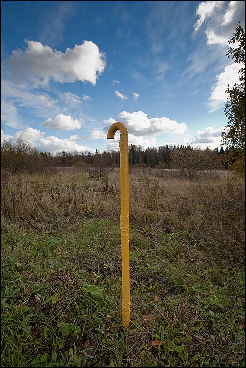 Столбик - поле небо столбик желтый фото фотосайт
