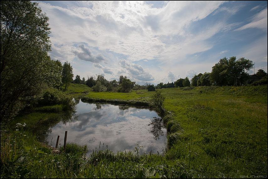 Небо в озере - небо деревня лето поле трава зелень фото фотосайт