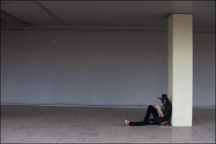 бЕЗЫСХОДНОСТЬ - столб сидеть молодеж безысходность фото фотосайт