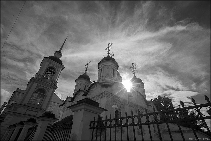 Церковь на Сретенке - чернобелое лучи солнце свет церковь сретенка монохромное фото фотосайт