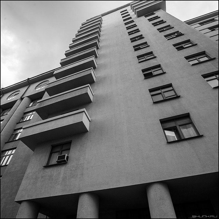 Балконный предрассудок (вариант) - балконы город здание архитектура предрассудок квадратное фото фотосайт