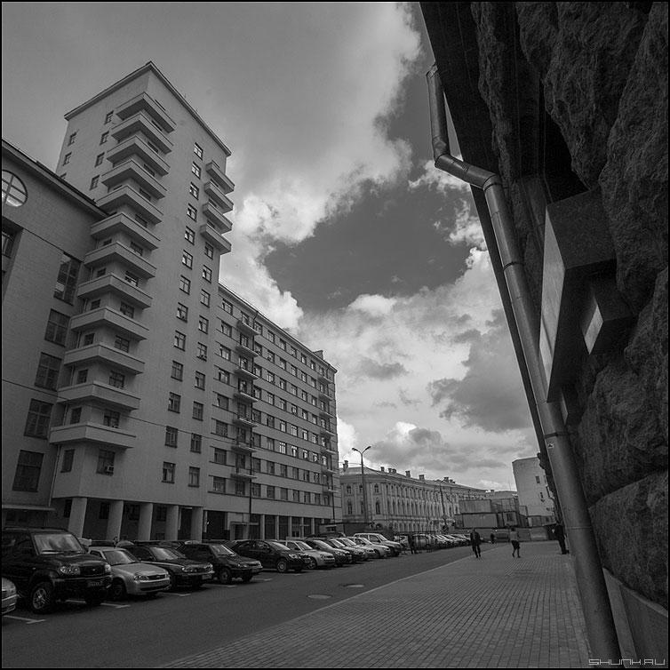 * * * - город москва чернобелое здание небо квадратное фото фотосайт
