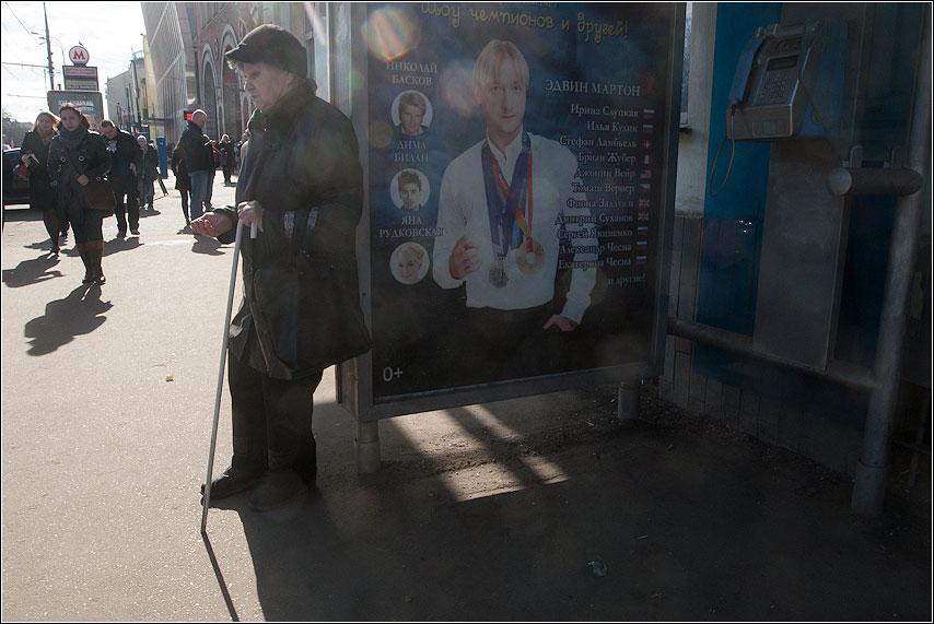 Россия в одном кадре - плющенко бабушка будка уличное свет фото фотосайт