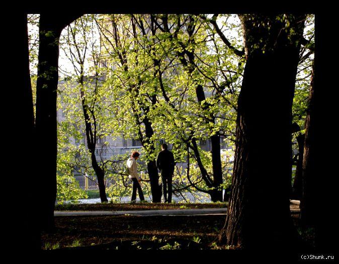 В парке - парочка парк фото фотосайт