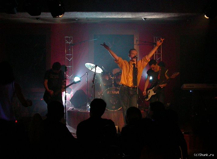 8 табуреток - музыка певец солист ночной клуб фото фотосайт