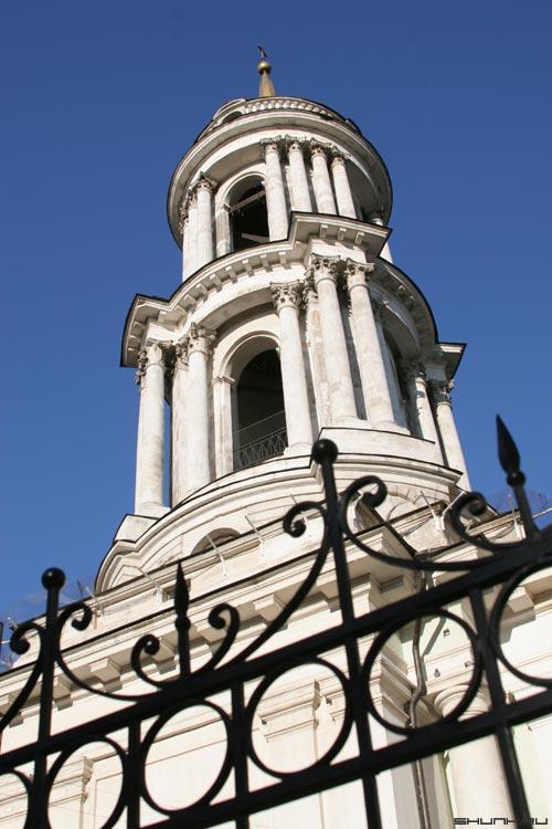 Церковь на Большой Коммунистической - церковь колокольня забор небо фото фотосайт