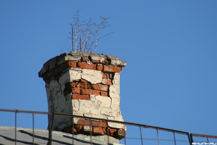 Из трубы - труба на крыше фото фотосайт
