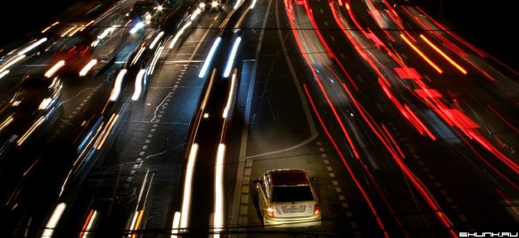 Пауза в движении - ночная москва машины огни фото фотосайт
