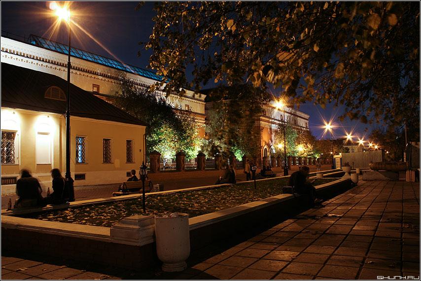 У Третьяковки - ночная москва Третьяковская галерея фото фотосайт