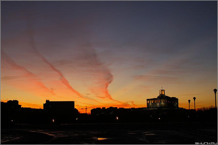 Закат над театром советской армии - небо разводы закат фото фотосайт