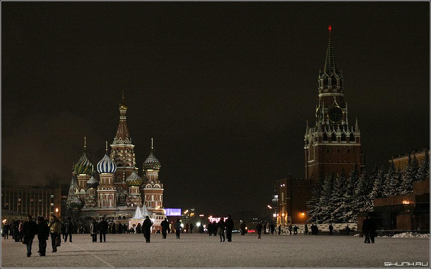 Красная площадь под новый год - снег кремлб храм мовзолей фото фотосайт