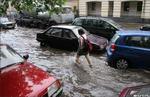 Девочка в школу идет (напролом) - девочка ливень лужа машины авто