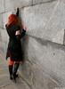 У стены, плача... - девушка платье стена колготки рука черное
